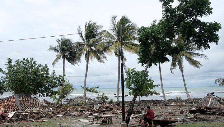 Число жертв цунами в Зондском проливе продолжает расти