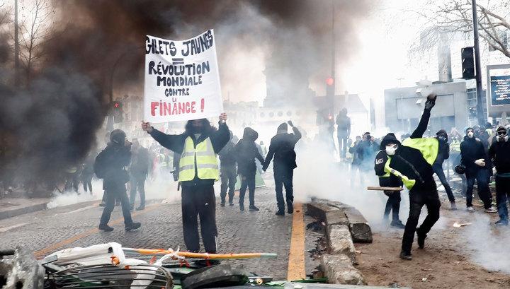 Для борьбы с протестующими в Париже применят травмоопасные боеприпасы и дроны