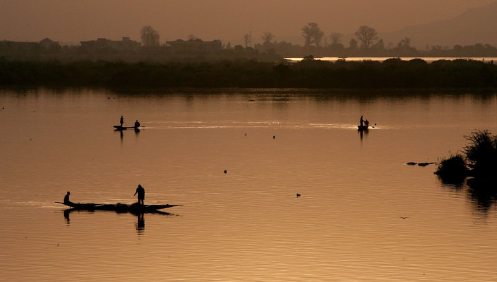 Более 45 человек погибли при крушении судна на реке Нигер