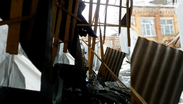 В школьной столовой в Подмосковье обрушилась крыша