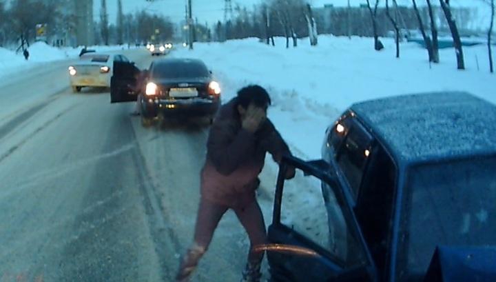Легковой автомобиль протаранил встречный троллейбус в Башкирии