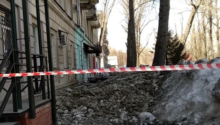 Появилось видео с места частичного обрушения фасада жилого дома в Саратове
