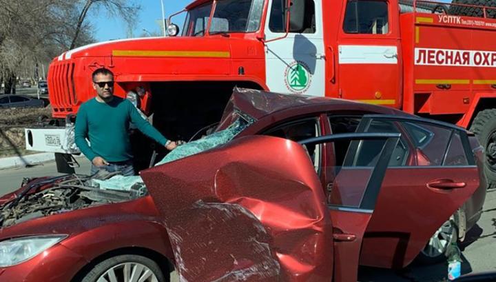 Пожарный автомобиль раздавил легковушку в Оренбурге