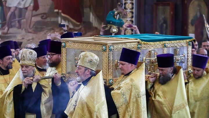 Мощи Петра и Февронии доставили в храм Христа Спасителя