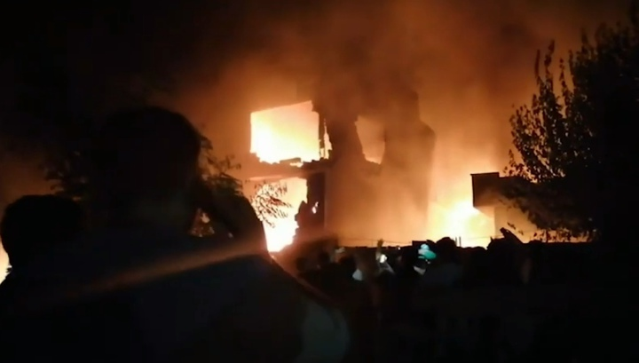 Момент крушения военного самолета в Пакистане сняли на видео