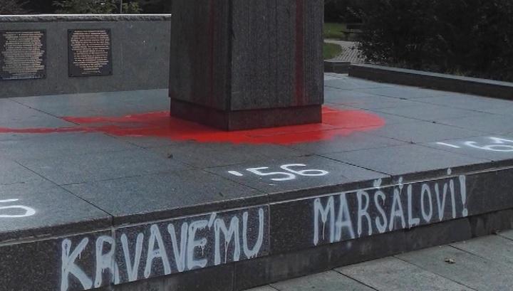 Чехия сожалеет об осквернении памятника маршалу Коневу