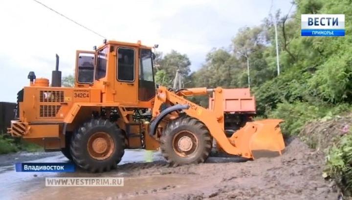 Стихия обрушила на улицы Владивостока тонны мусора