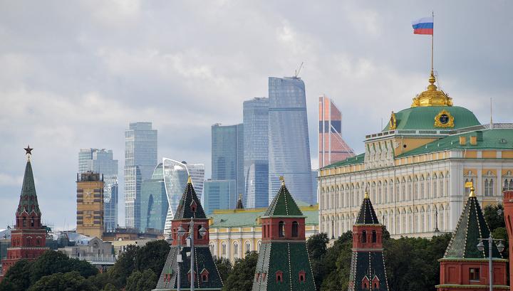Уникальные съемки с дрона и на крыше: как меняют флаги над Кремлем