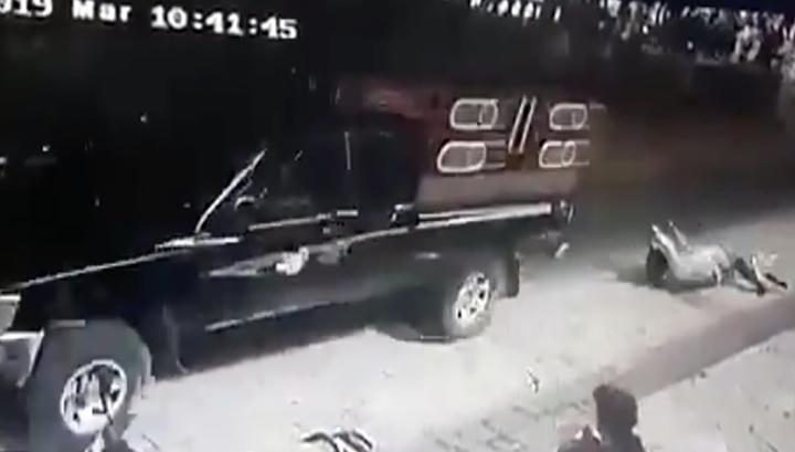 Мэра мексиканского городка протащили по дорогам, которые он не починил. Видео photo