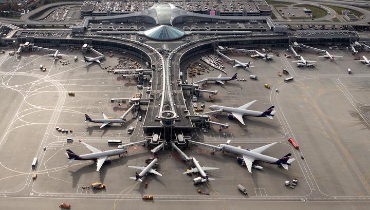 В Шереметьеве один самолет задел другой