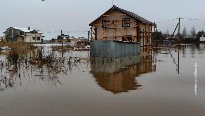 В Новгородской и Вологодской областях устраняют последствия непогоды