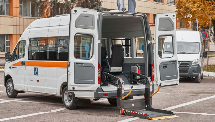 В Петербурге умерла пожилая колясочница, которую уронили при загрузке в такси