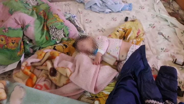 В доме на отшибе якутского села мать на 2 дня оставила четверых детей и ушла пьянствовать