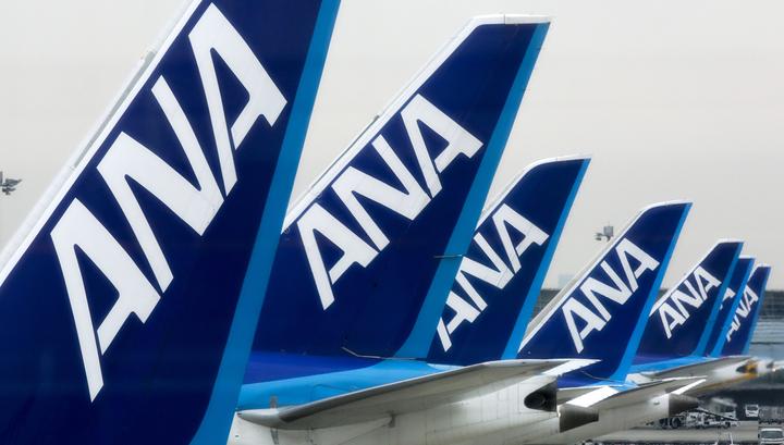 Японский самолет совершил вынужденную посадку из-за странной белой пыли в салоне