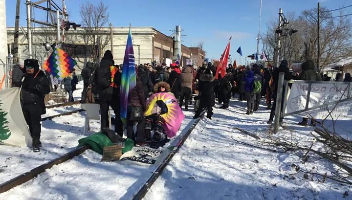 В Канаде индейцев выгоняют из резервации из-за строительства газопровода