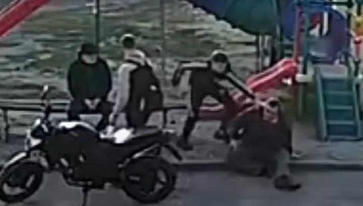 Липецкие подростки избили и ограбили бросившегося на них мужчину