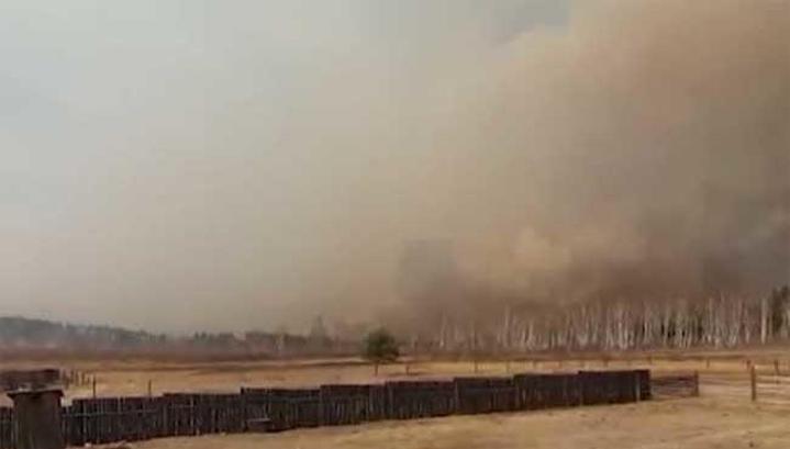 Cпециалисты и добровольцы ликвидируют крупный пожар в Читинском районе