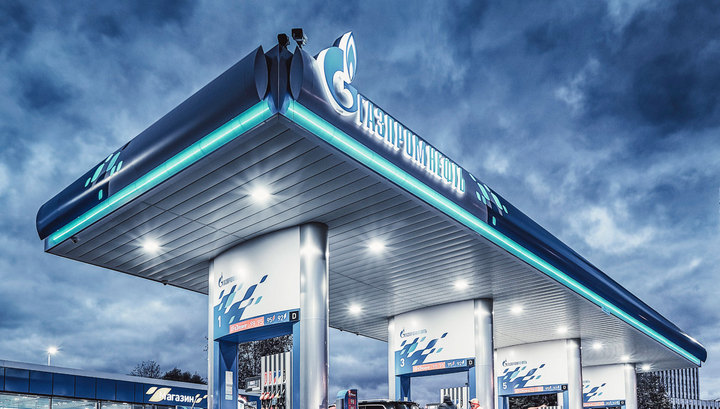 Цены на бензин в России снизились за неделю на 2 копейки