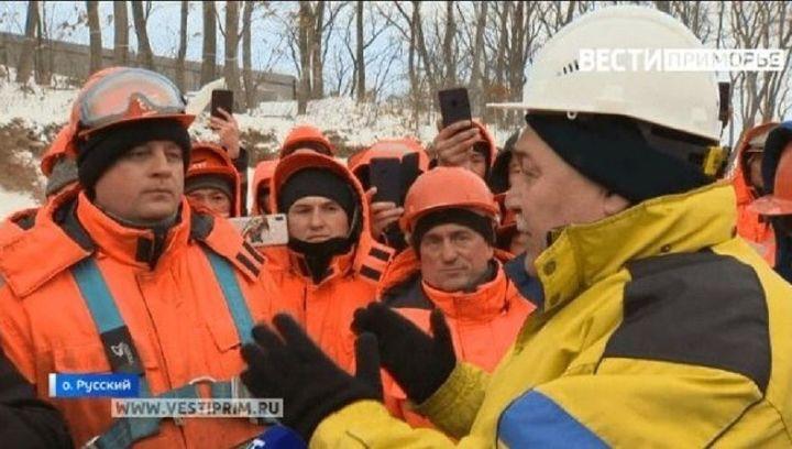 Строителям театрального комплекса на Русском острове выплатили долги по зарплате