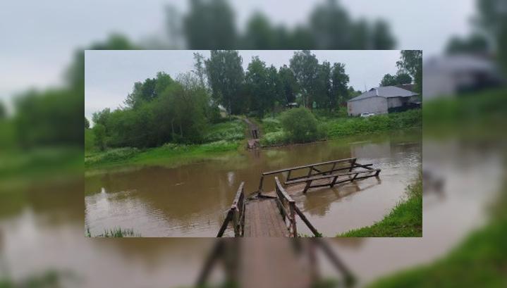 В Кашине дождями смыло все пешеходные мосты