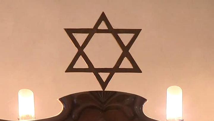 Осквернена стела на месте разрушенной нацистами страсбургской синагоги