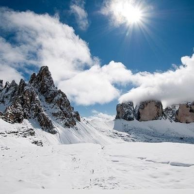 Подростки 13 и 10 лет разбились во время катания на горных лыжах на востоке Франции