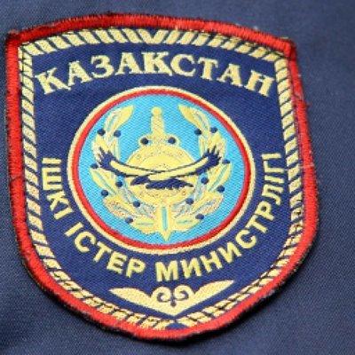 Пассажирский автобус перевернулся на трассе в Казахстане