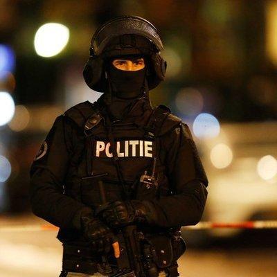 Полиция Нидерландов задержала 25 человек за нарушение комендантского часа