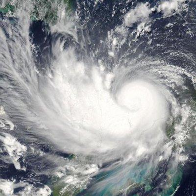 Занятия в школах Магадана отменили с первого по восьмой класс включительно из-за мощного циклона