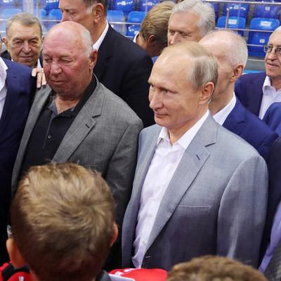 Путин посмотрел матч юных хоккеистов вместе с ветеранами легендарной серии 1972 года