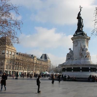 Протесты против реформы труда проходят сегодня в Париже на площади Республики