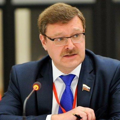Константин Косачёв призывает отреагировать на снятие флагов с российских дипмиссий в США