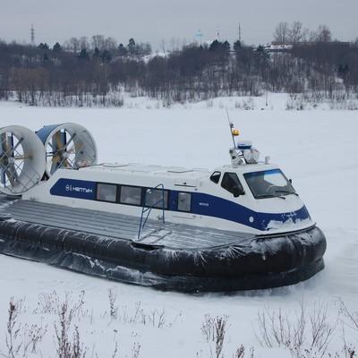 В Якутии к перевозке людей через реку Лена привлекли суда на воздушной подушке