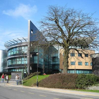 Здание британского университета в Суонси эвакуировали из-за землетрясения