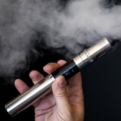Власти США решили ограничить продажу электронных сигарет и вейпов