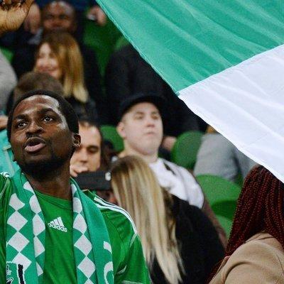 Сотни обманутых нигерийских болельщиков могли улететь на Родину