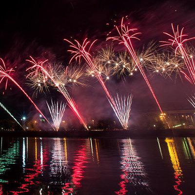 Водное шоу и танцующие фонтаны станут частью фестиваля фейерверков в Москве
