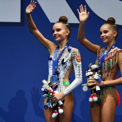 Российские спортсменки Дина и Арина Аверины взяли золото и серебро на ЧМ