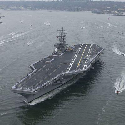 Вертолет ВМС США упал на палубу авианосца