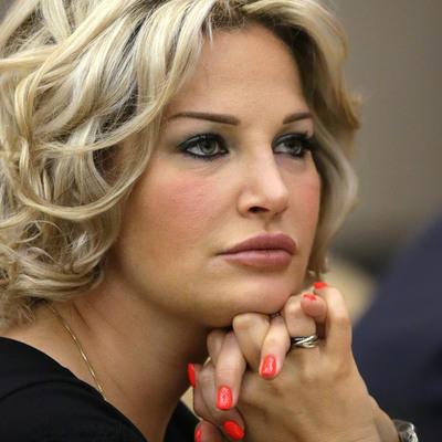 Максакова заявила еще два иска по поводу квартиры в Москве