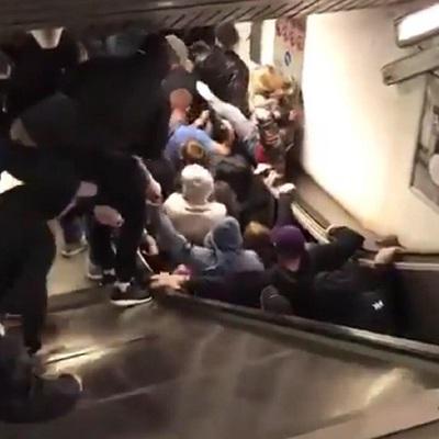 Девочка с братом в коляске упали с эскалатора в торговом центре Москвы