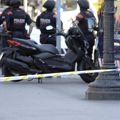 Каталонская полиция применила силу против участников протеста в аэропорту Барселоны