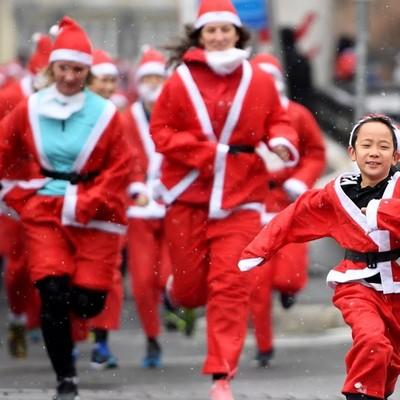 В Японии прошёл традиционный забег Санта-Клаусов