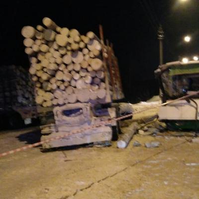 В Сыктывкаре после ДТП с рейсовым автобусом и лесовозом закроют дорогу