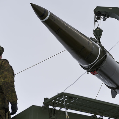 Минобороны впервые показало иностранным военным атташе ракету 9М729