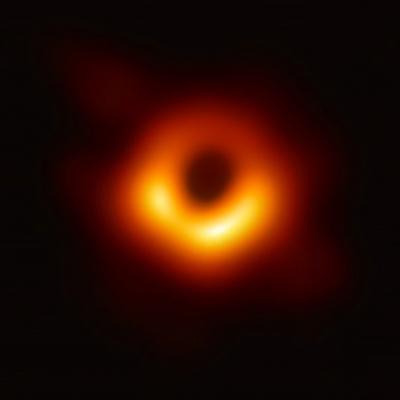 Учёные: сверхмассивная черная дыра тяжелее Солнца в миллион раз