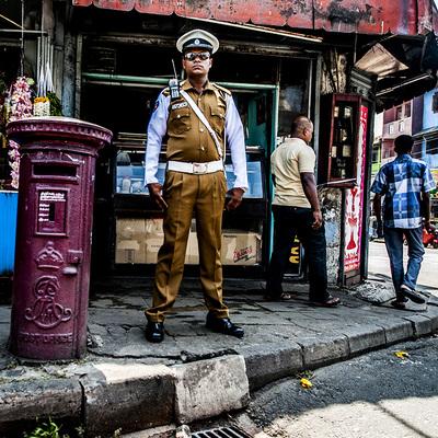 Президент Шри-Ланки попросил министра обороны и главного инспектора полиции уйти в отставку