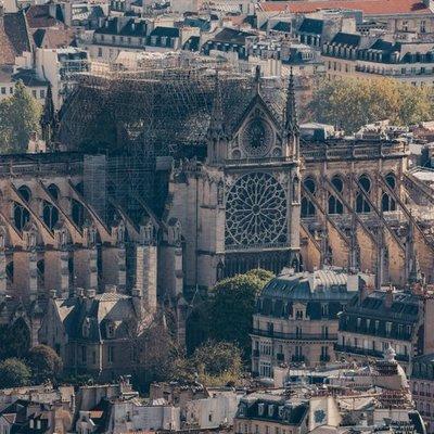 Здание собора Парижской Богоматери удалось спасти от разрушения