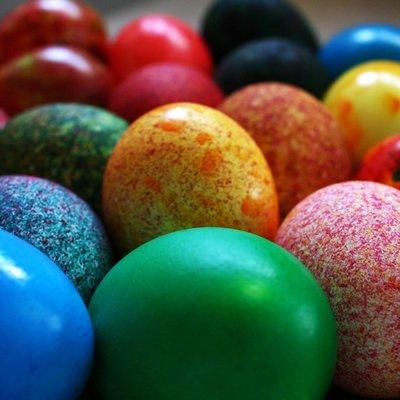 Москву украсили традиционными пасхальными яйцами высотой от одного до семи метров
