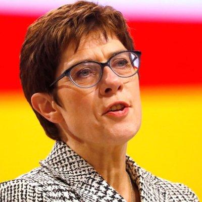 В оппозиции Германии раскритиковали назначение Крамп-Карренбауэр министром обороны